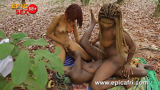 Ebony threesome - Lesbians squirts outdoors